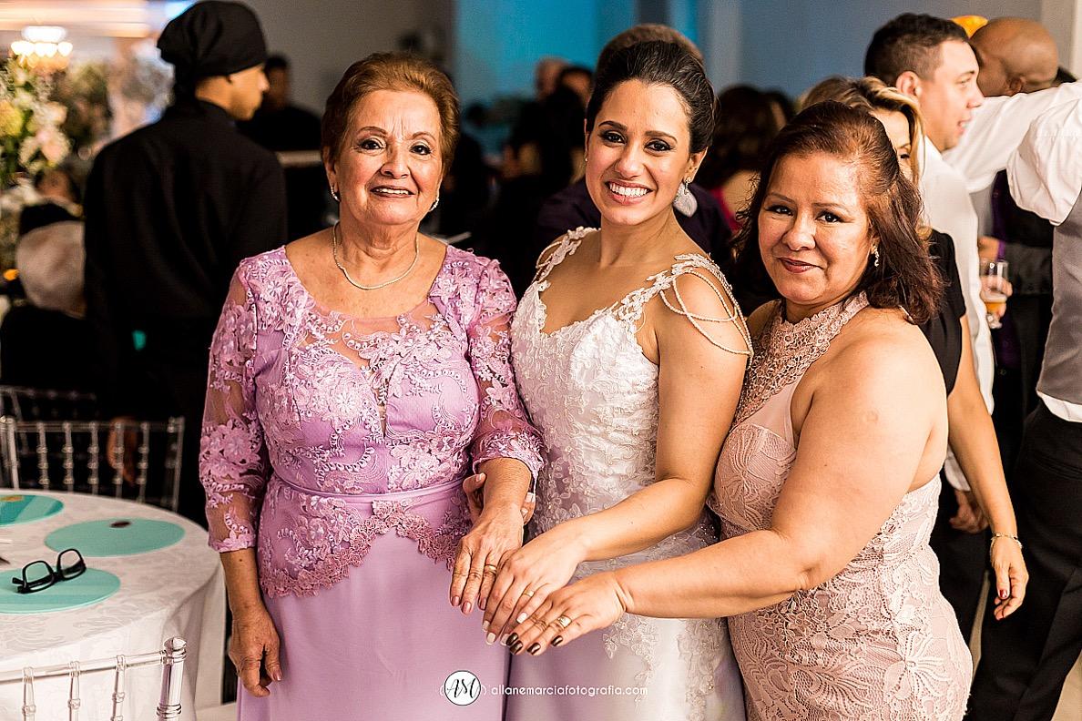 Noiva, mãe e avó casadas