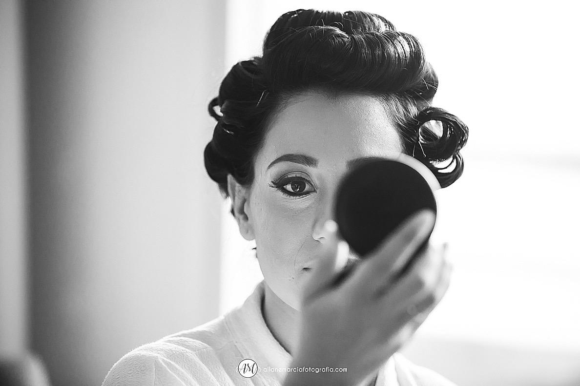 noiva olhando no espelho
