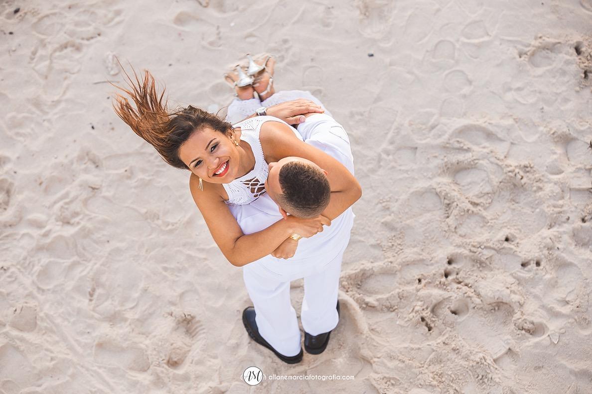 noivo com noiva nos braços