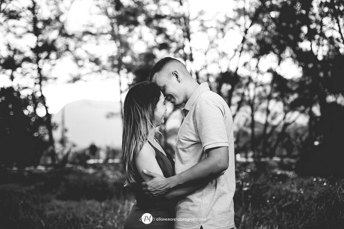 beijo de noivos na praia de grumari no RJ