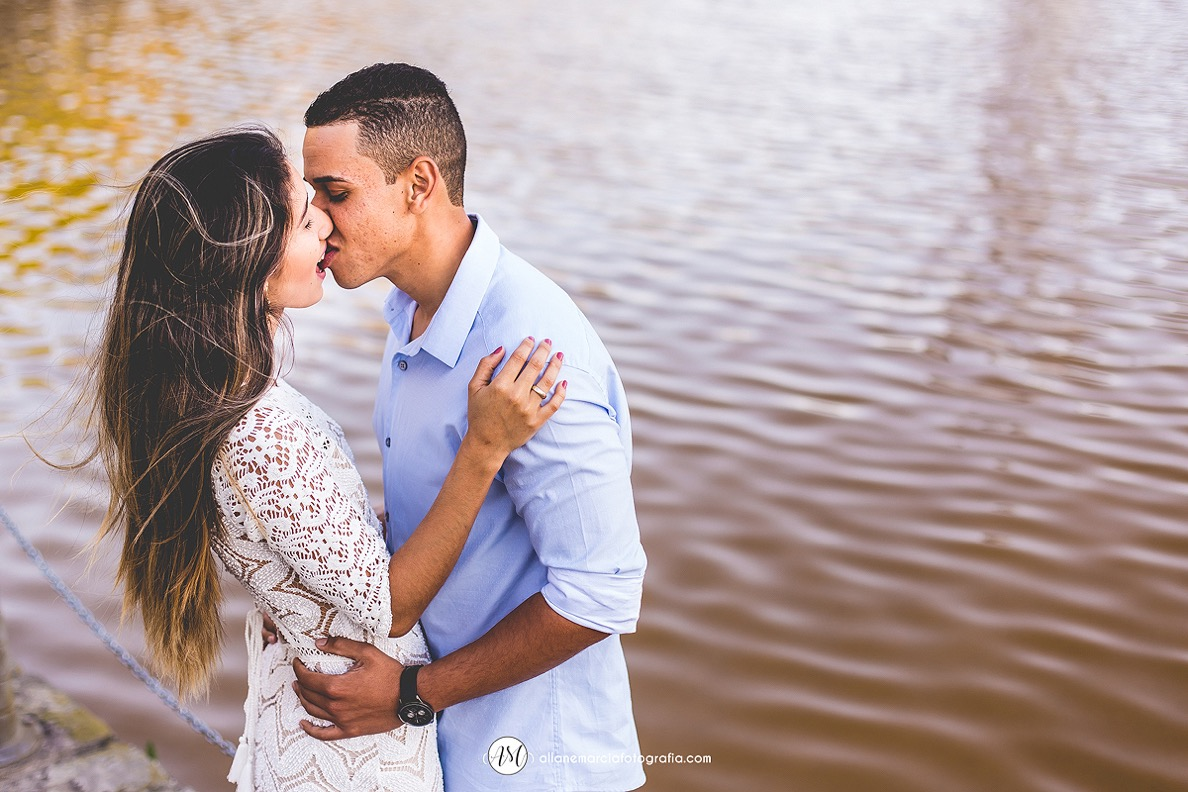 noivos se beijando