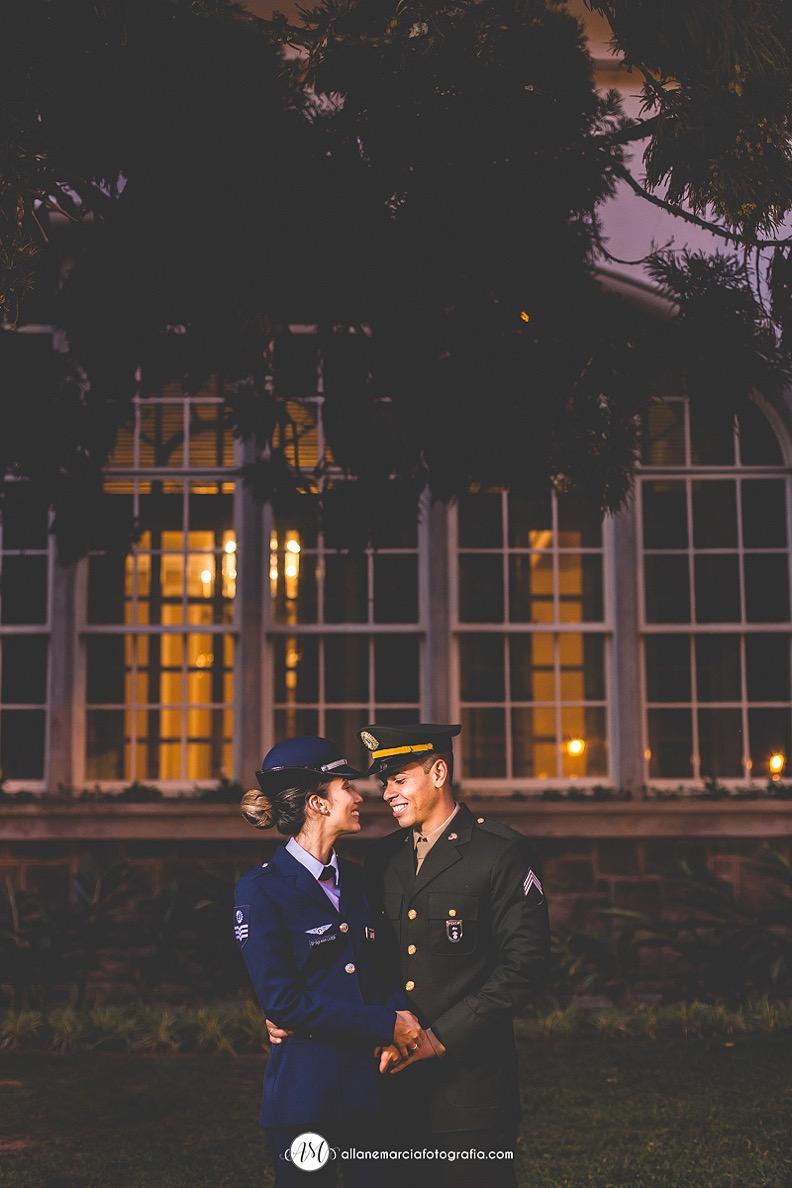 noivos com kep militar