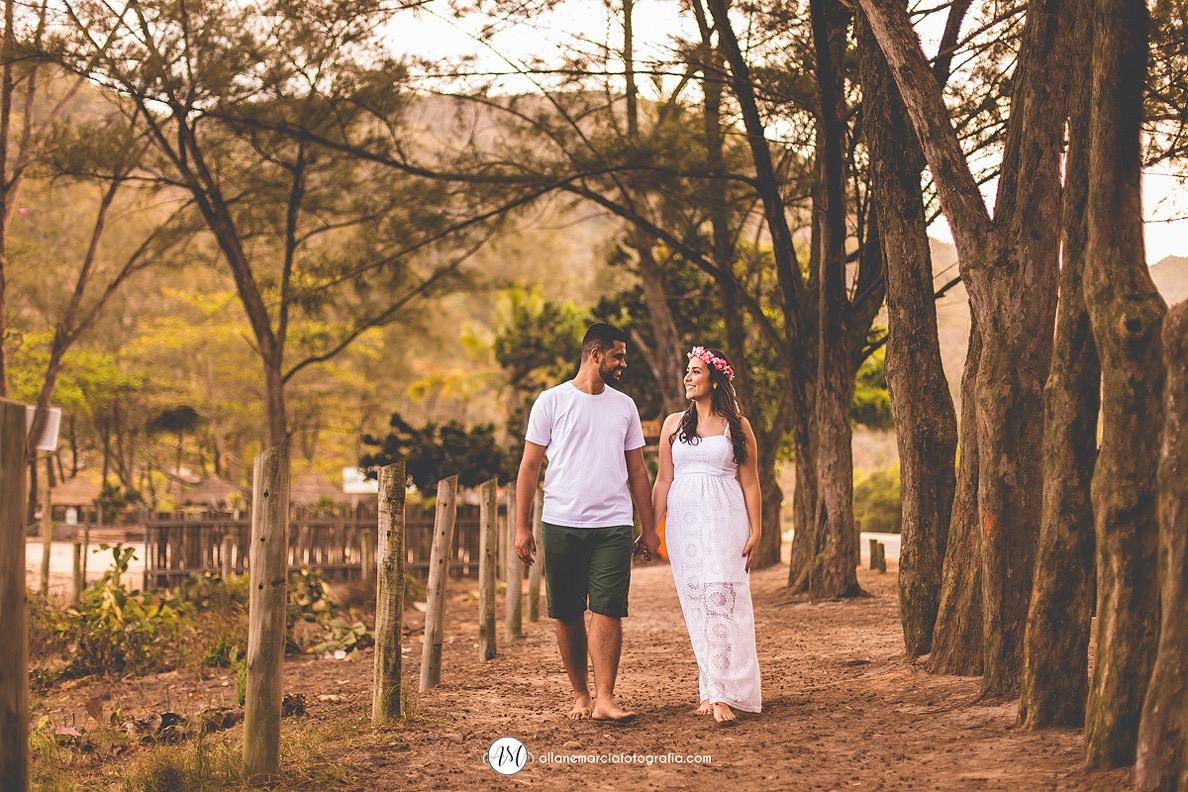 noivos caminhando juntos