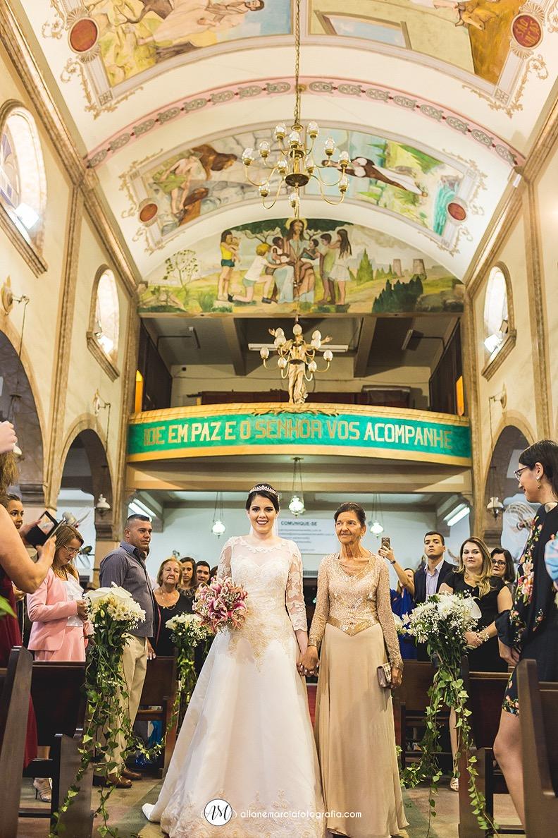 entrada da noiva em igreja católica