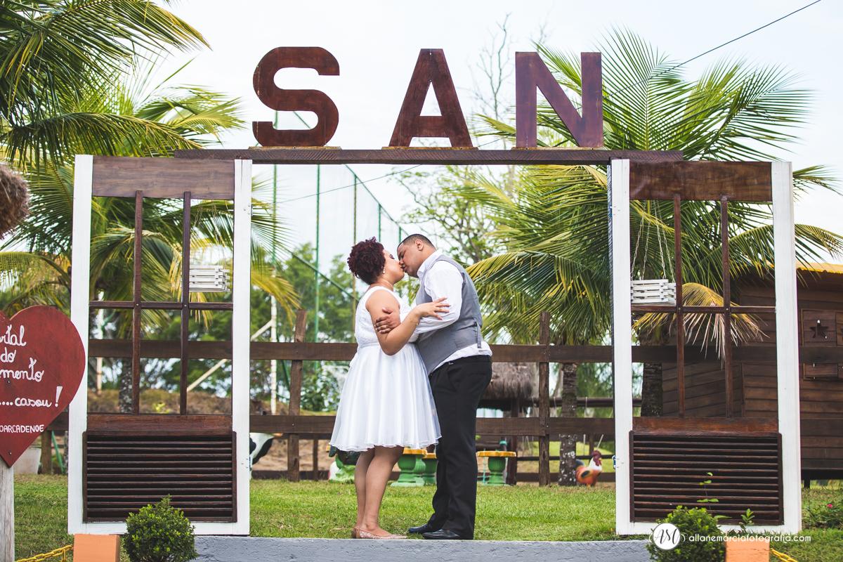 casamento ao ar livre beijo do casal