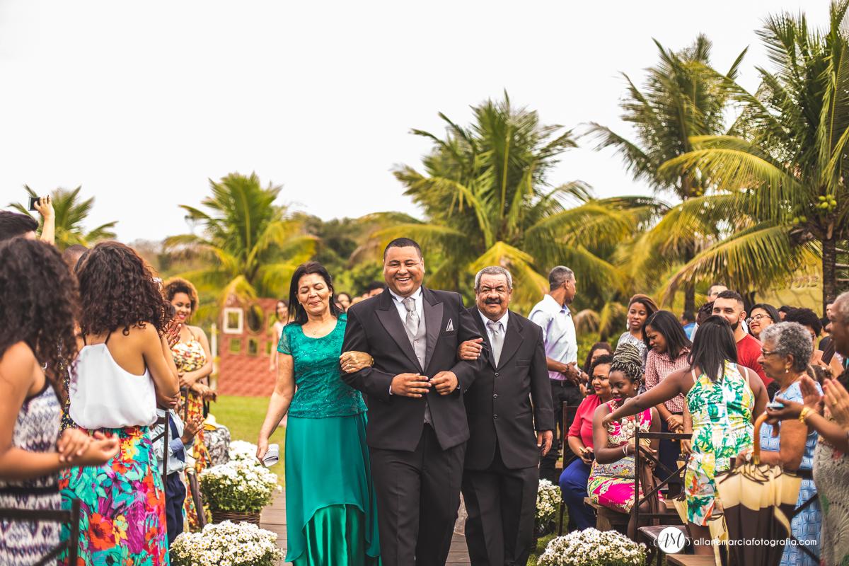 entrada do noivo e pais