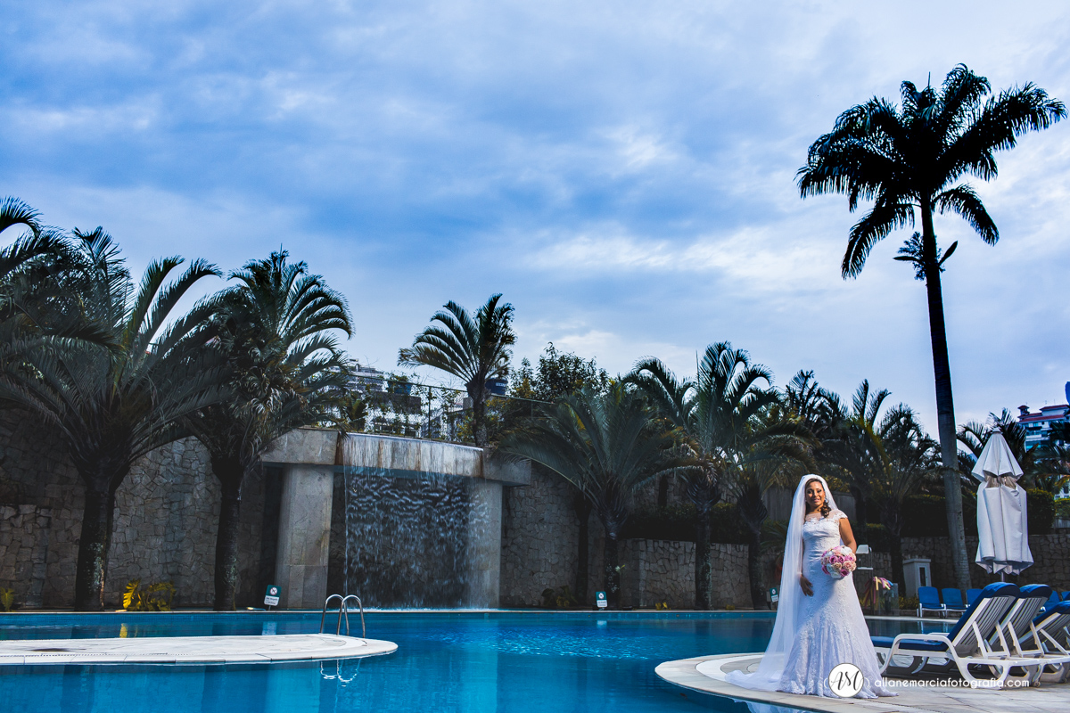 noiva na piscina
