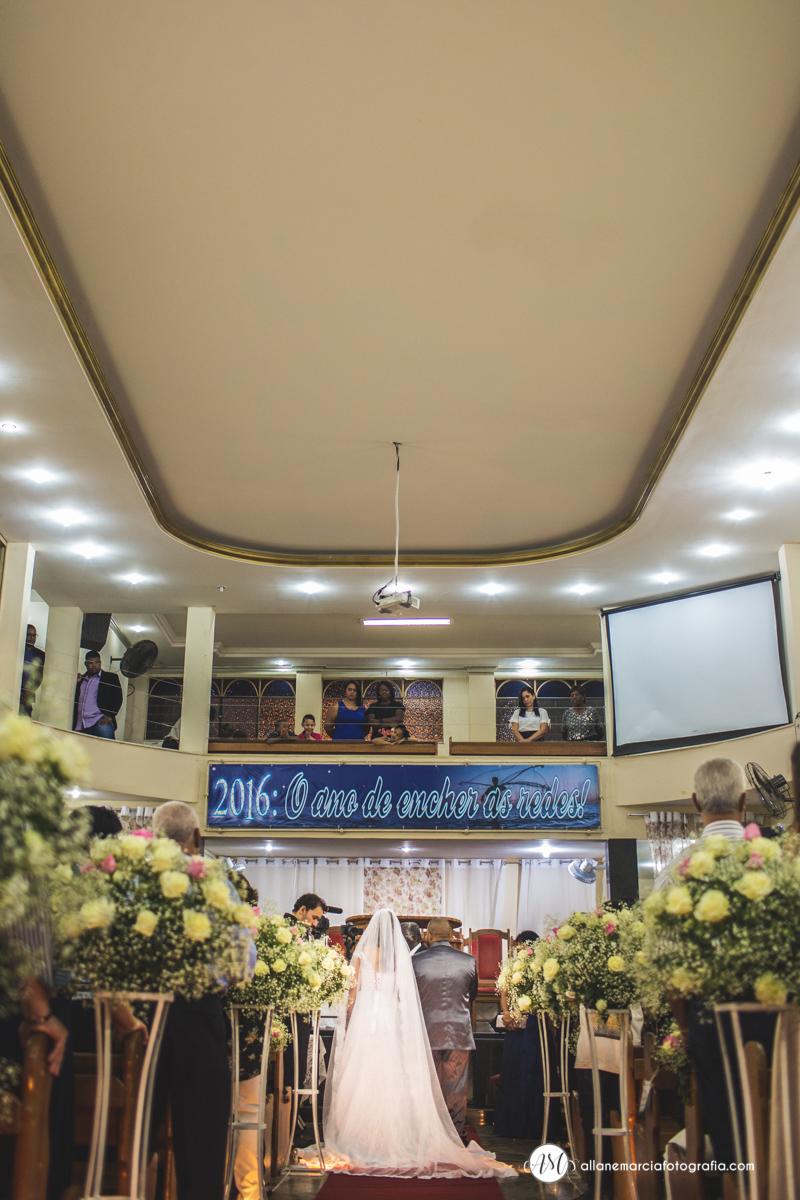 noivos na igreja
