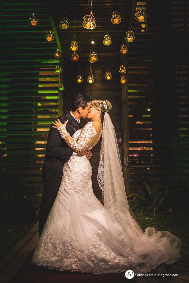 fotos dos noivos se beijando