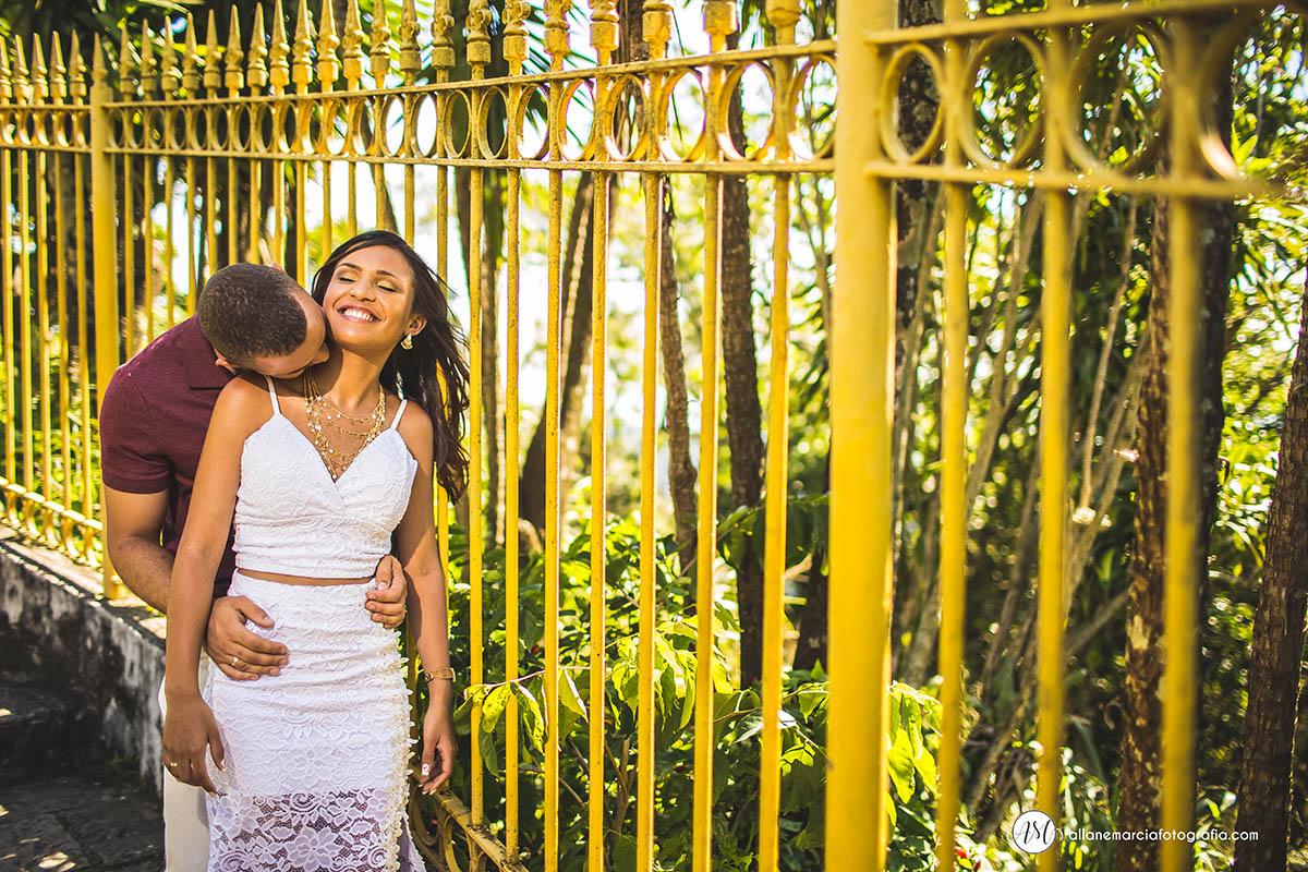 fotografia de noivos abraçados