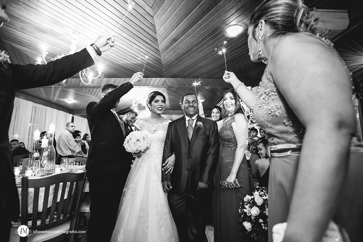 entrada dos noivos na casa de festa