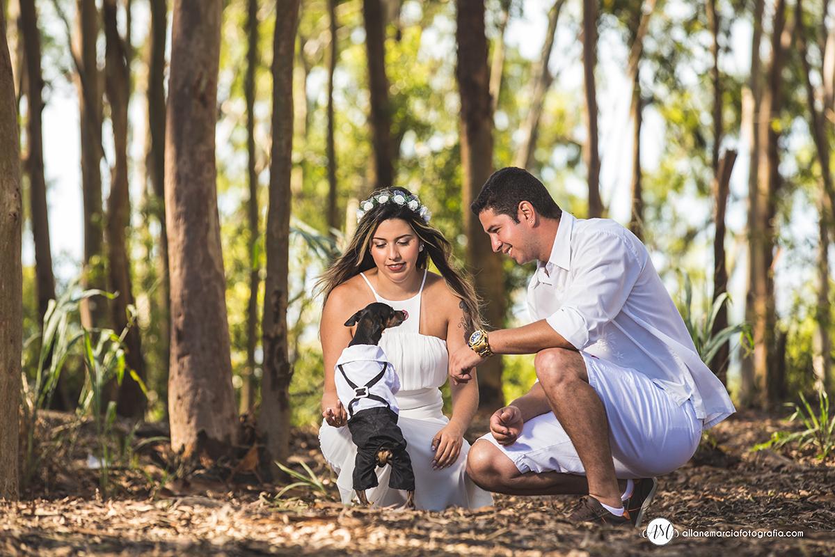 ensaio de casal com cachorro