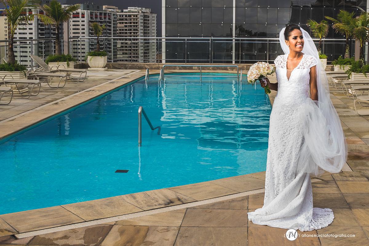 Fotografia da noiva n piscina