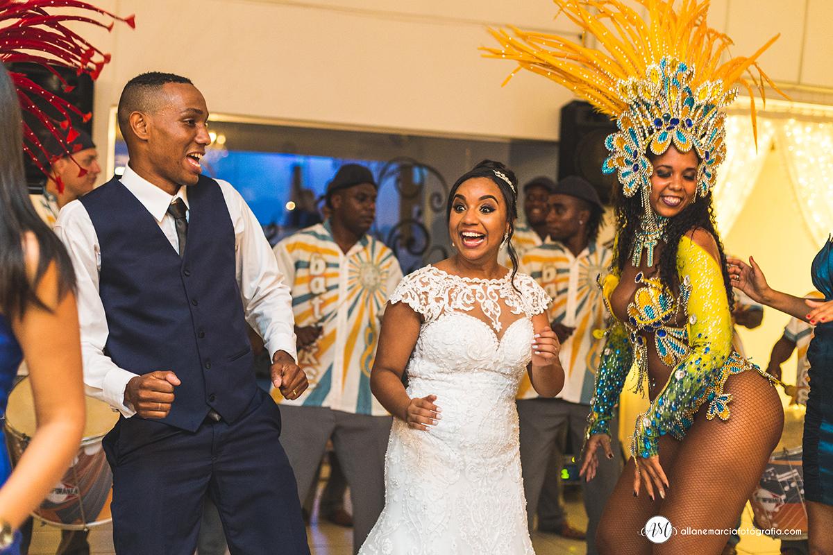 noiva com escola de samba