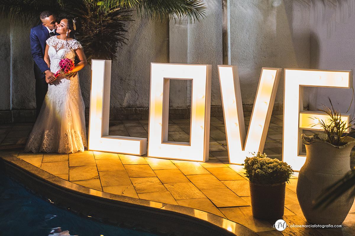 placa Love para casamento