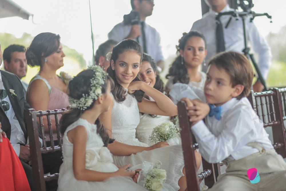 noiva, casamento, wedding, vestido de noiva, loira, carro de noiva, pai de noiva, bouquet, suculentas, atma, resort, chapada dos guimaraes, mato grosso, cuiaba, casamento na chapada, criancas, kids
