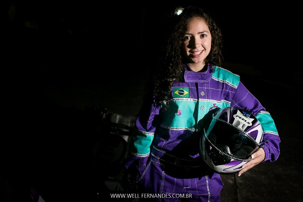 foto de debutante com macacão de corrida