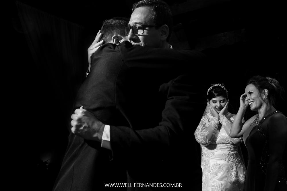 abraço dos noivos em seus pais