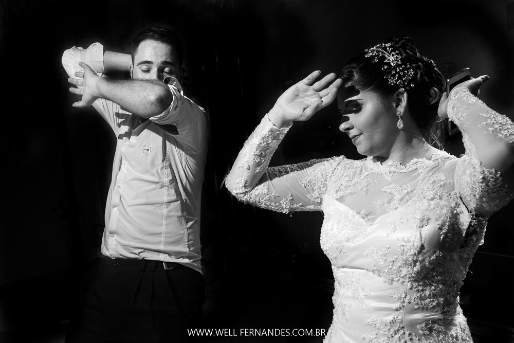noivo e noiva dançando