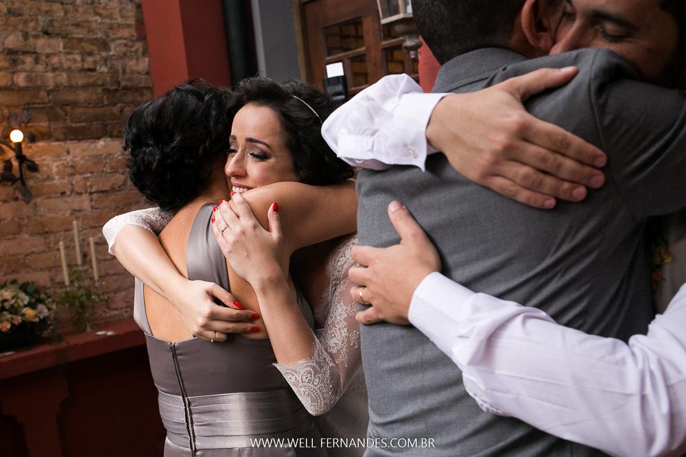 abraço dos noivos nos pais