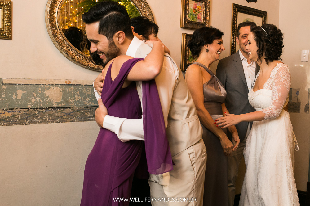 abraços no noivo e sua mãe