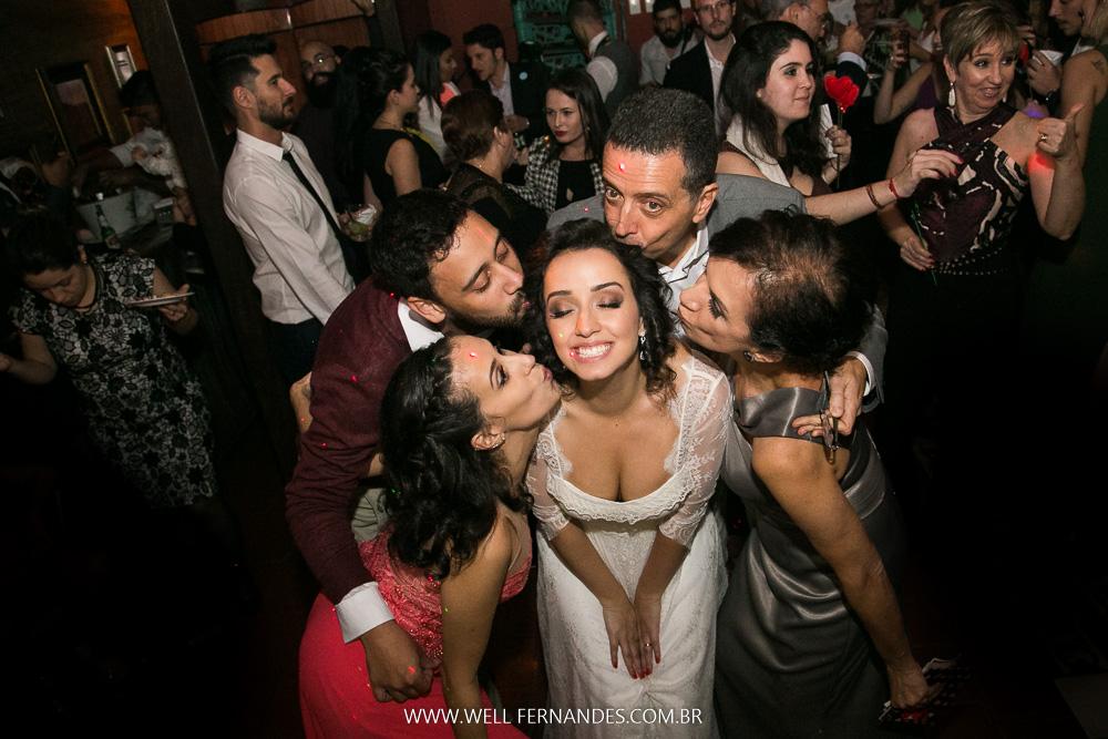 beijo na noiva em familia