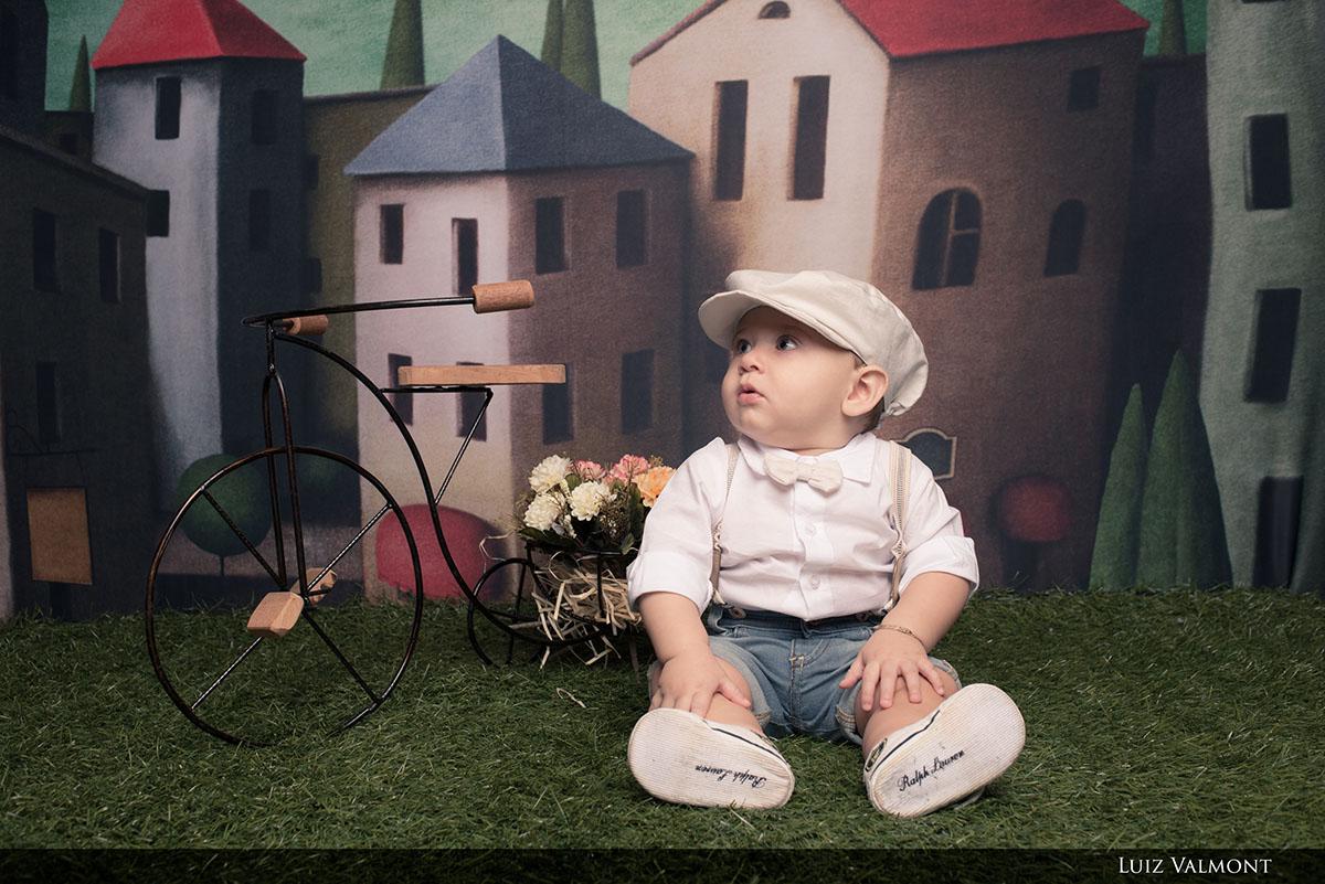 foto de bebê lindo em estúdio