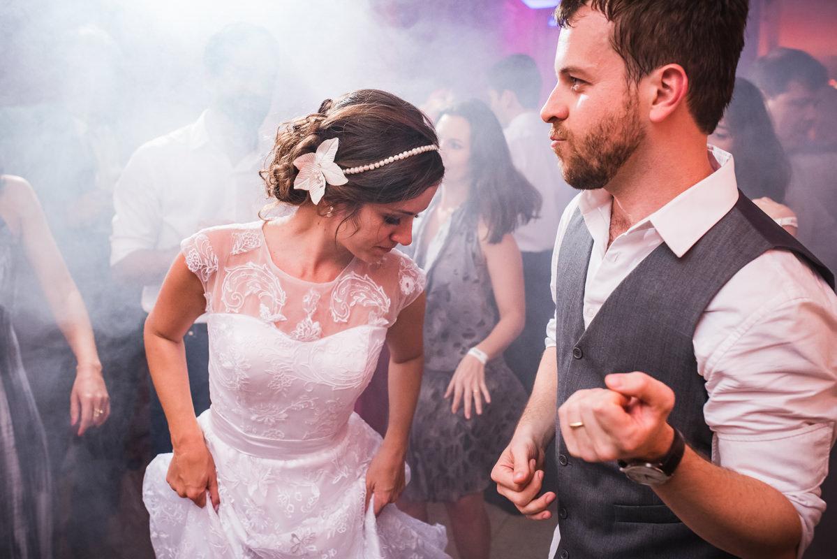 Noivos dançando na festa de casamento de Karine e Pedro na Galeria Scenarium/Rio Scenarium, Rio de Janeiro/RJ