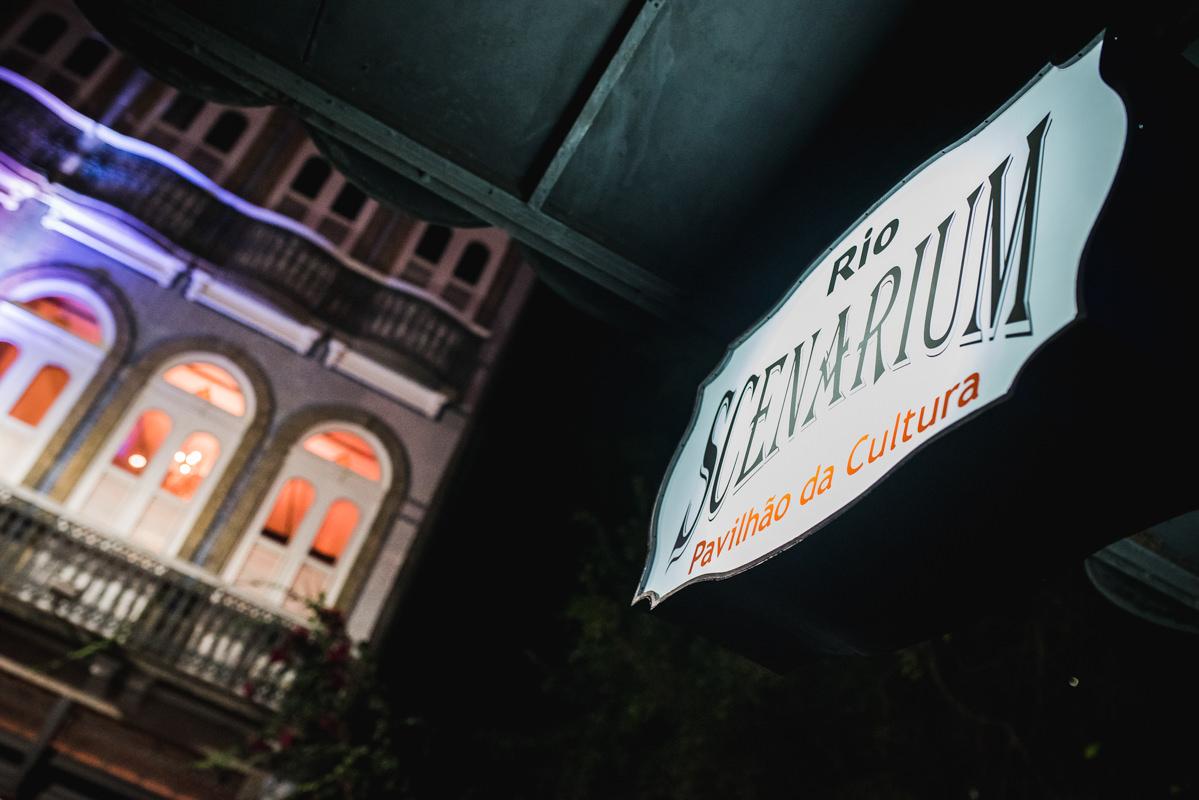 Entrada do local da festa de casamento de Karine e Pedro, Galeria Scenarium/Rio Scenarium, Rio de Janeiro/RJ