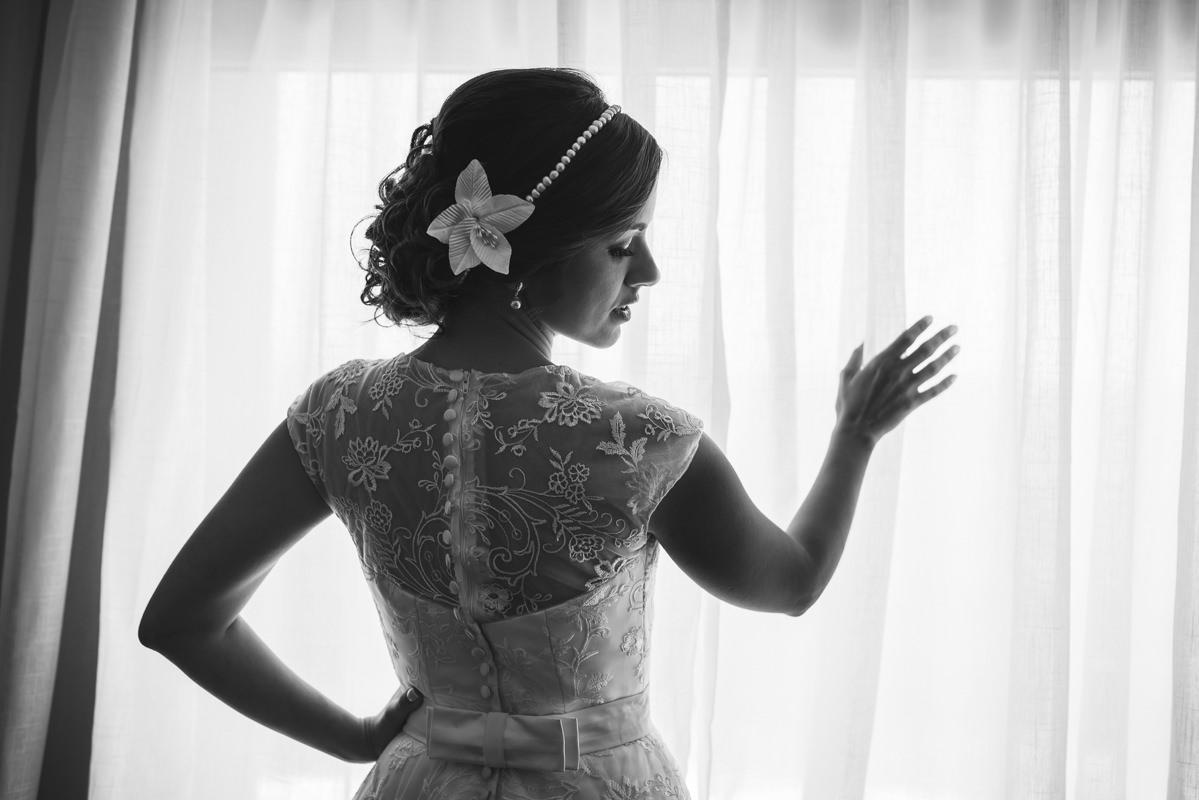 Linda foto da noiva Karine no seu making of no Caesar Park Ipanema, Rio de Janeiro/RJ