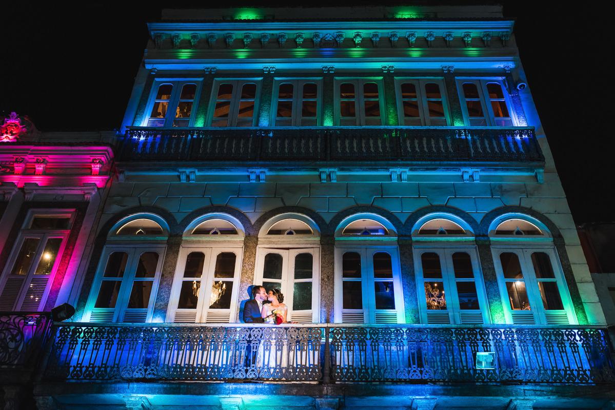 Ensaio do noivos Karine e Pedro na varanda do Rio Scenarium, Rio de Janeiro/RJ