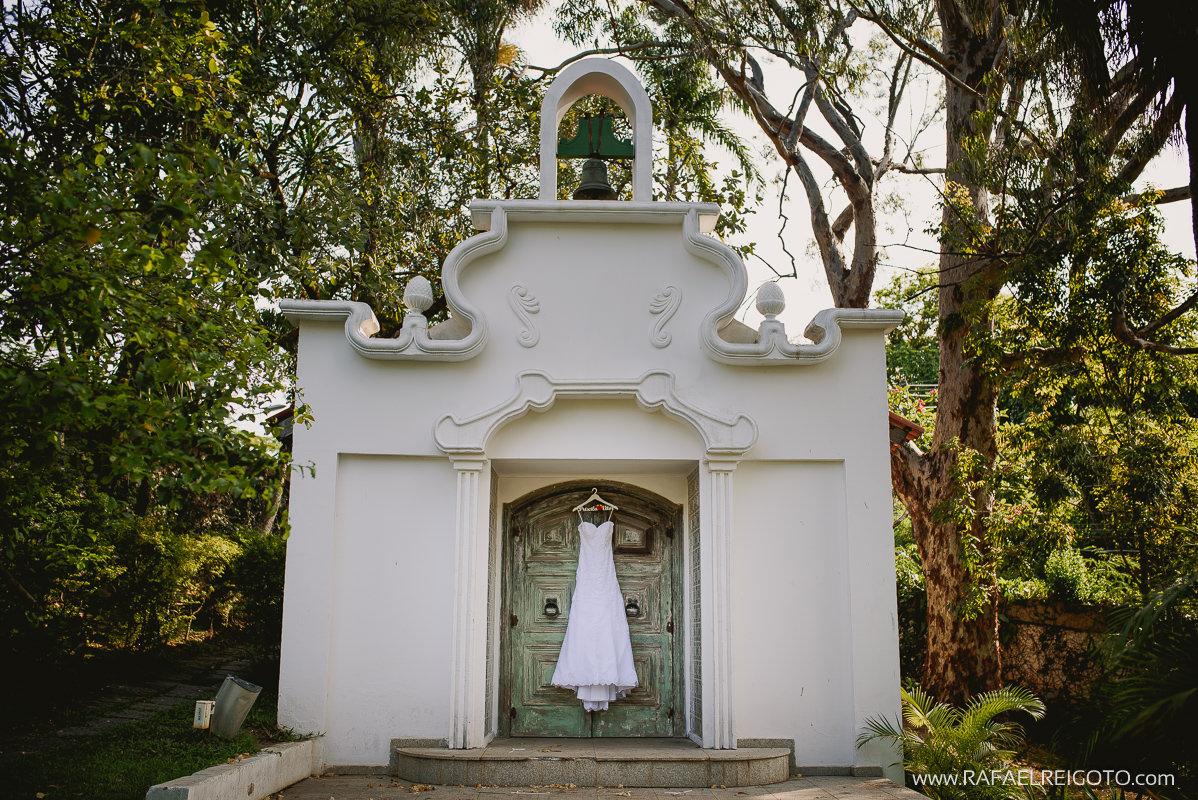 O vestido da noiva no making of do casamento de Priscila e Vitor, Green House Buffet, Ilha do Governador, Rio de Janeiro/RJ