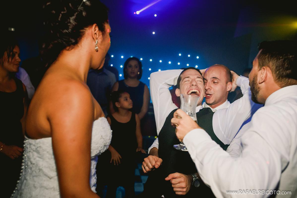 Foto hilária do noivo´Vitor na pista de dança em seu casamento na Green House Buffet, Ilha do Governador, Rio de Janeiro/RJ
