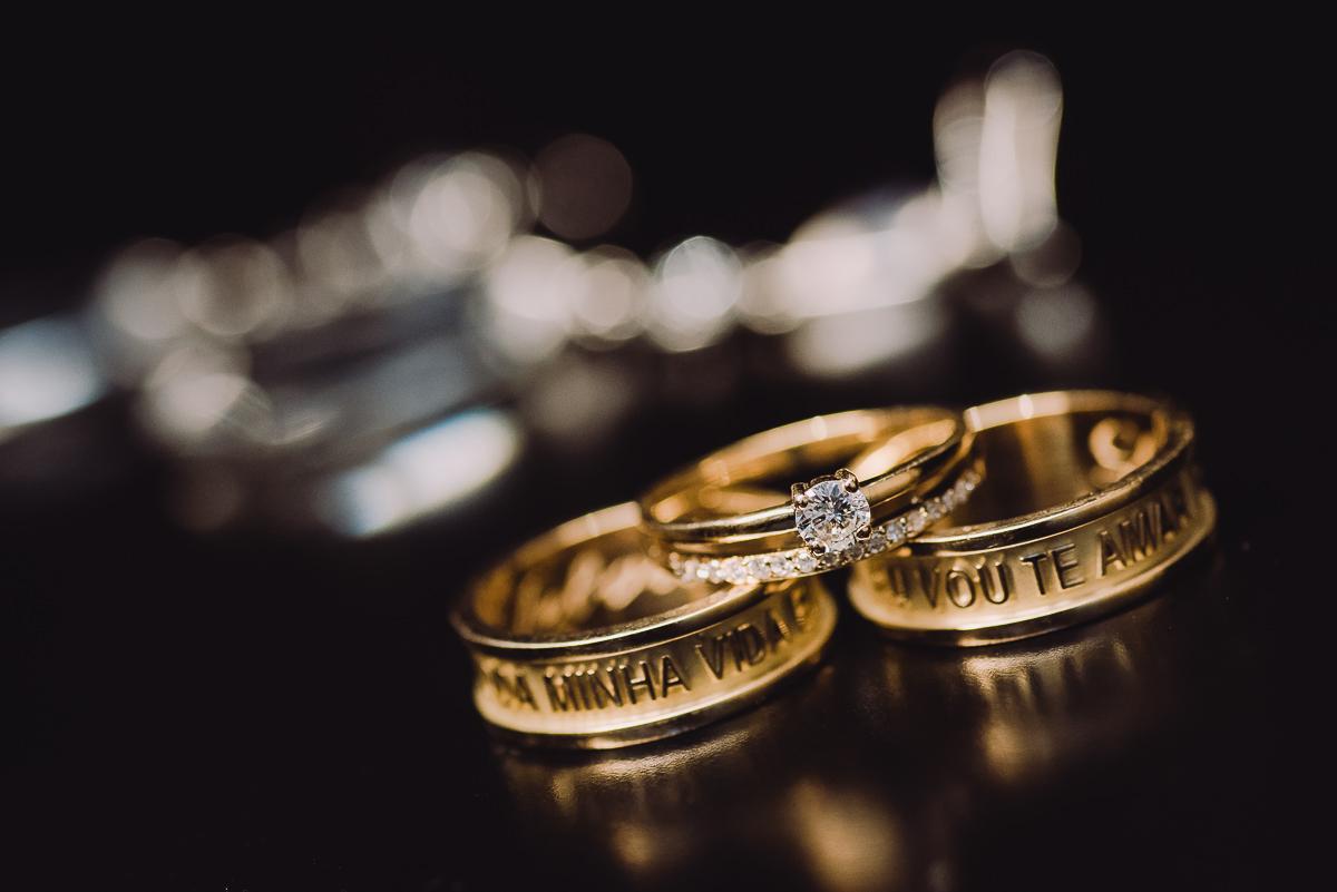 Alianças e anel feitos pelo noivo Leonardo Guimarães Joias para seu casamento na Confeitaria Colombo, Rio de Janeiro-RJ