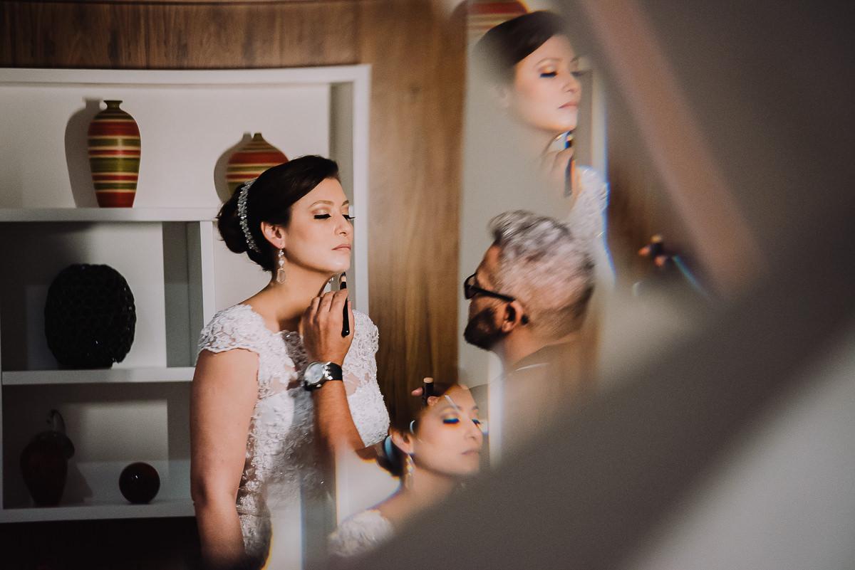 O maquiador Gilson Marques no making of da noiva Débora para o seu casamento na Confeitaria Colombo, Rio de Janeiro- RJ