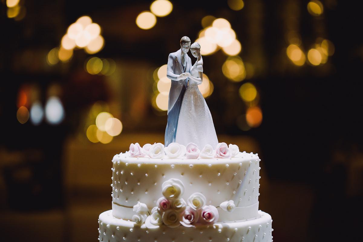 Topo do bolo do casamento dos noivos Débora e Leonardo Guimarães Joias realizado na Confeitaria Colombo, Centro, Rio de Janeiro-RJ