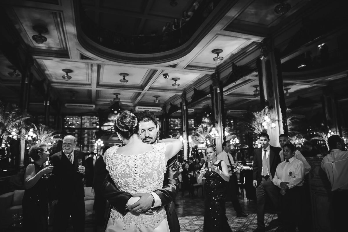 Primeira dança do casal Débora e Leonardo Guimarães Joias no casamento na Confeitaria Colombo, Centro, Rio de Janeiro-RJ