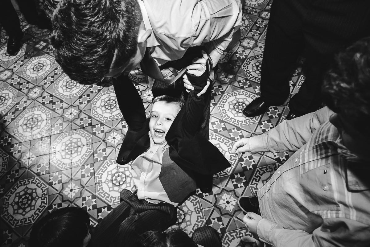 Os pajens e outras crianças fazendo bagunça no casamento dos noivos Débora e Leonardo, Confeitaria Colombo, Centro, Rio de Janeiro-RJ