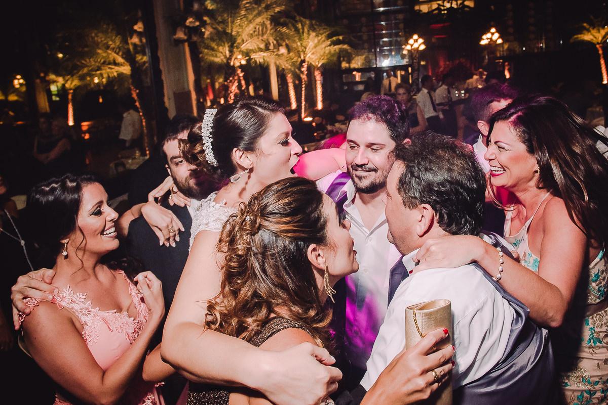 Pista de dança animada no casamento de Débora e Leonardo na Confeitaria Colombo, Centro, Rio de Janeiro-RJ