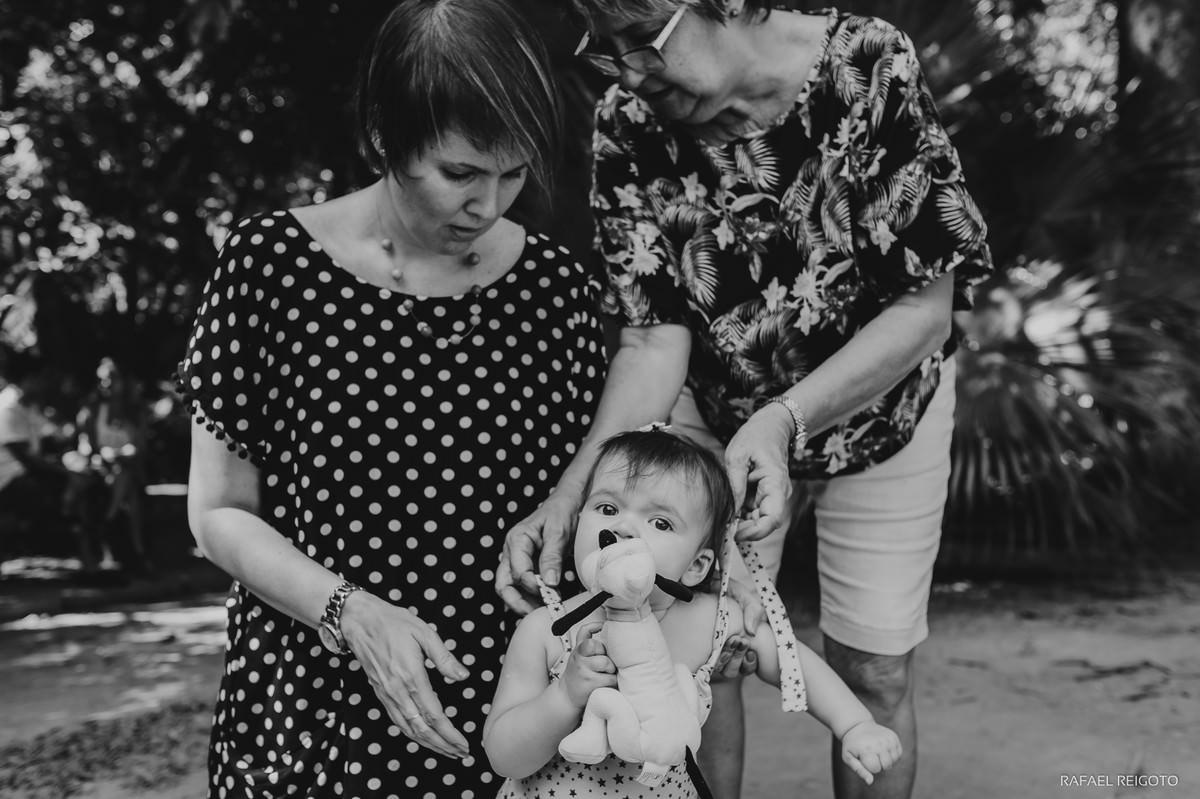 Bebê Catarina com a mamãe e a vovó no ensaio família no Parque Lage, Rio de Janeiro-RJ