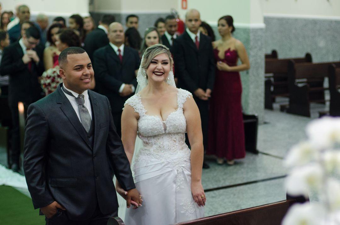fotografia dos noivos sorrindo