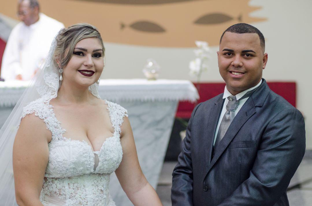 fotografia do casal olhando