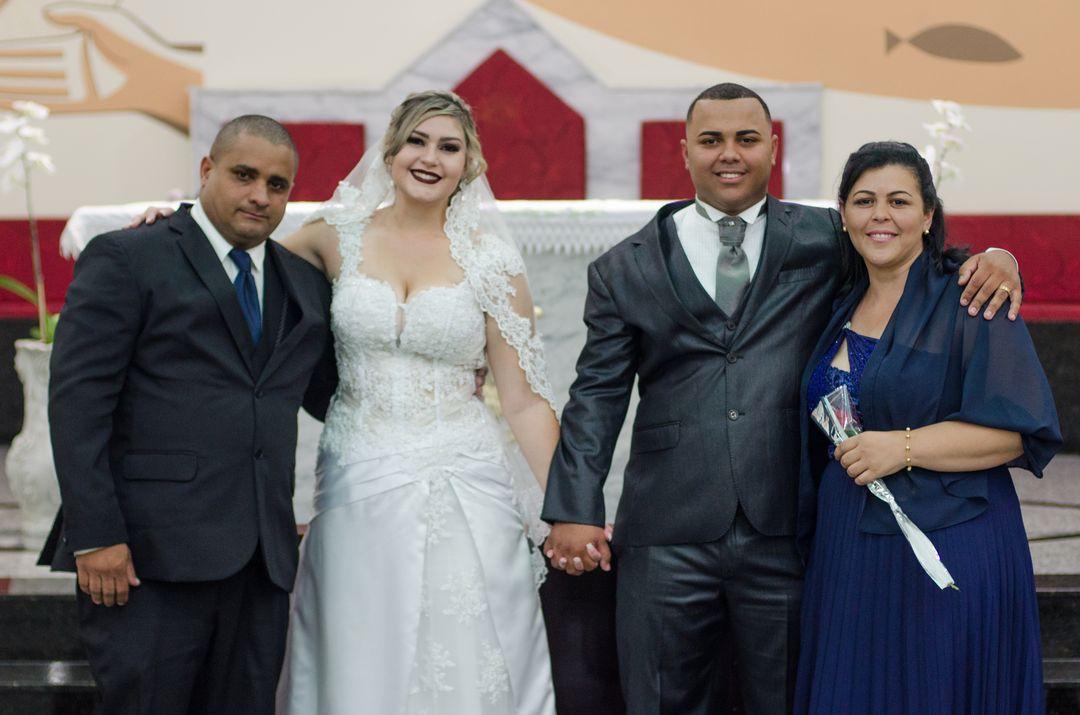 fotografia do casal com os pais do noivo