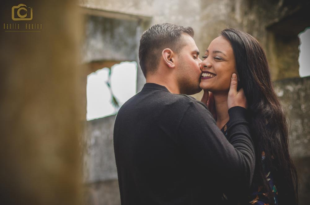 fotografia do washington beijando o canto da boca da Nayarra sorrindo