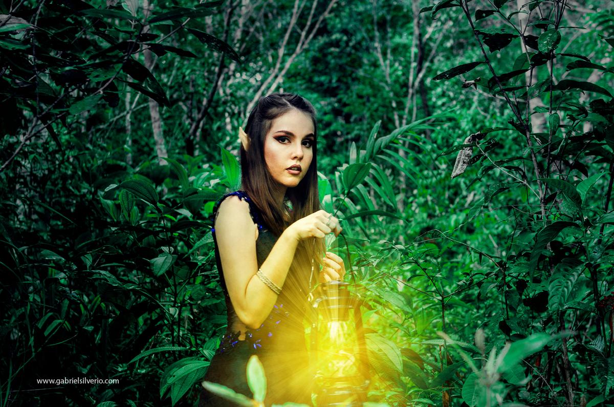 fotos-magicas-surreais-dodge-and-burn-fine-art-brasil-gabriel-silverio-fotografia-fotos-da-gabriele-carrijo-em-vilhena-ro-elfos-elf-magic-fantasy-fotos-na-floresta-magica
