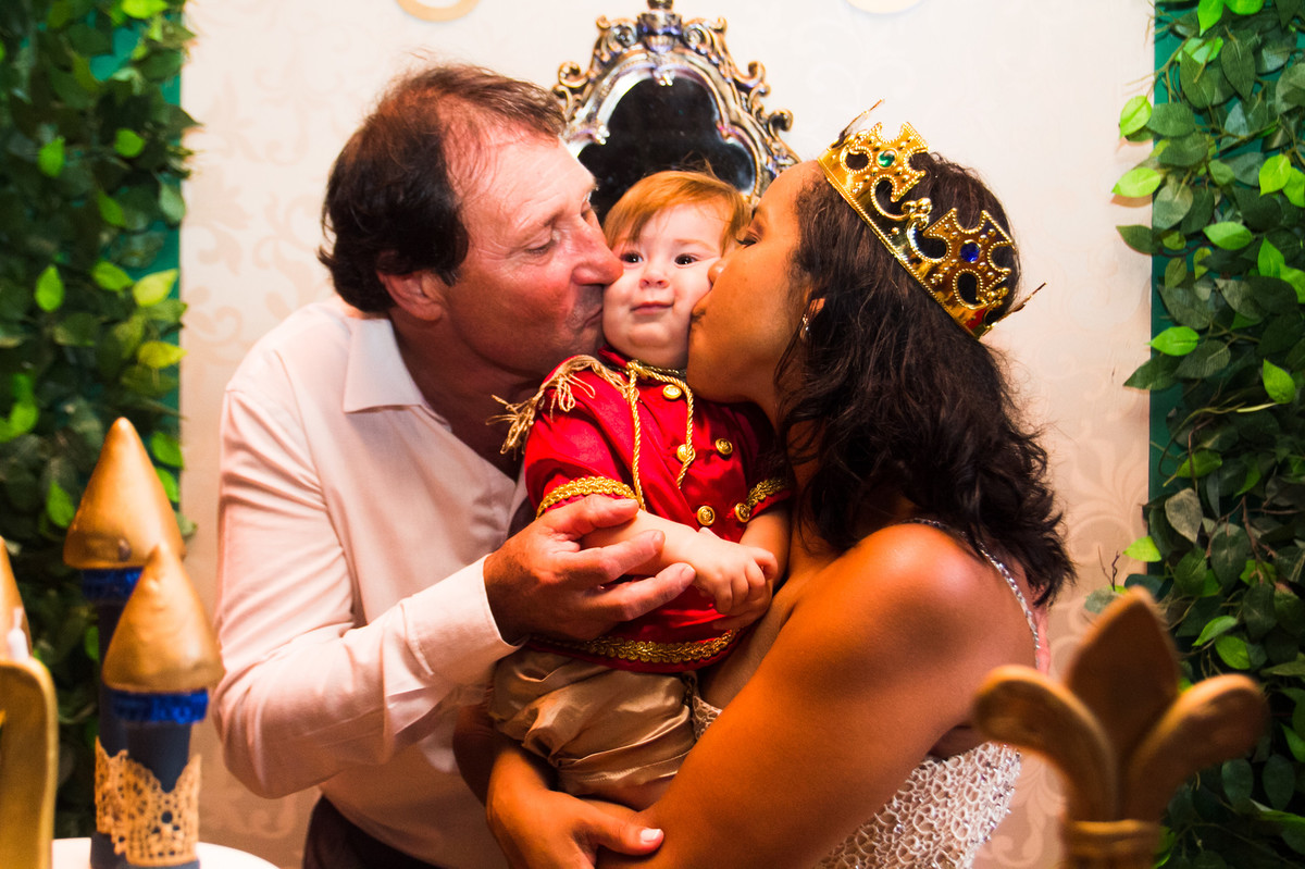 festa infantil, aline paim fotografia, fotografo de familia, festa infantil tema rei, festa de menino, papais, familia real