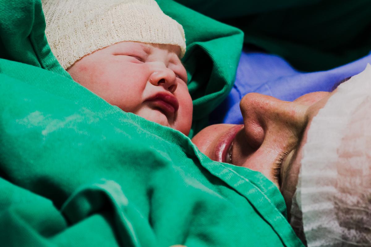 fotografia parto, aline paim fotografia, fotografia de familia, hospital dona helena, fotografo de parto em joinville, recem nascido em joinville