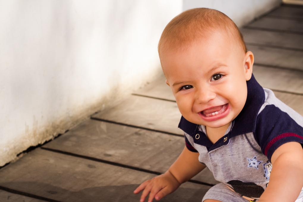 smash the cake, joinville, aline paim fotografia, ensaio bebê, ensaio externo com bolo, sorriso de criança, primeiros dentinhos