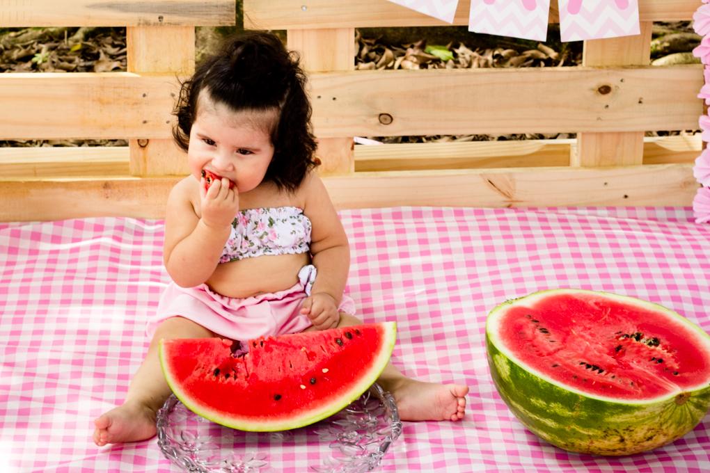 Ensaio Smash The Fruit, aline paim fotografia, ensaio externo, fotografia de familia, fotografo em joinville, bebê e melancia