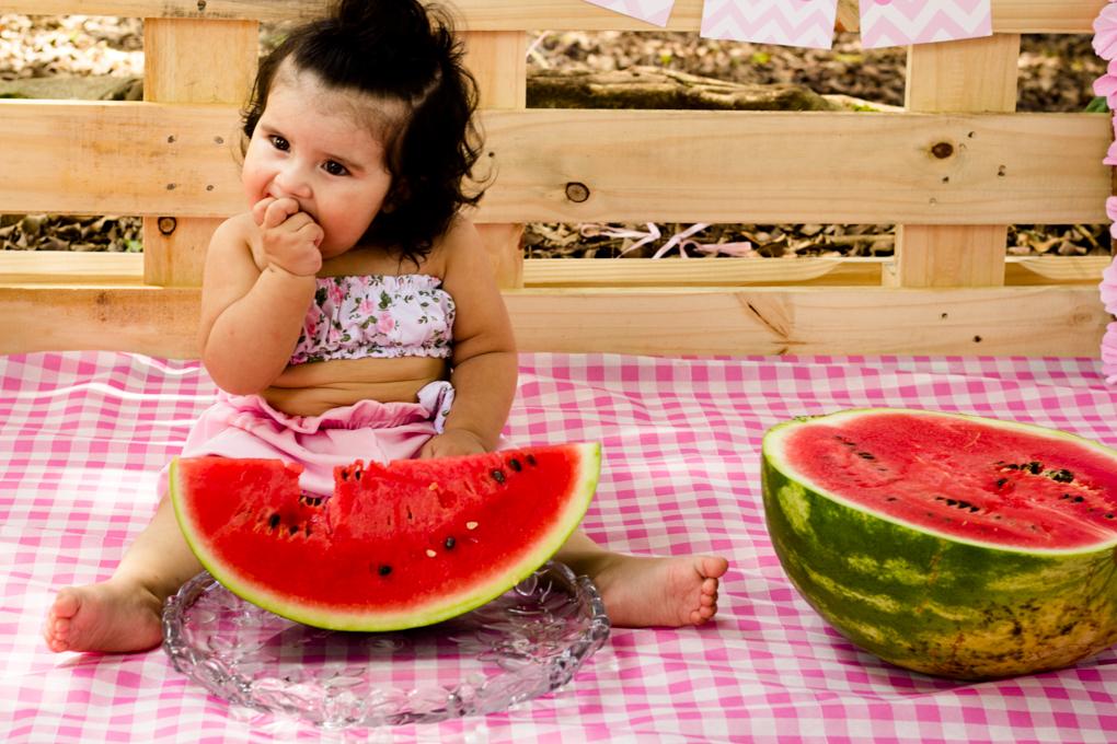 Ensaio Smash The Fruit, aline paim fotografia, ensaio externo, fotografia de familia, fotografo em joinville, fotos bebê comendo melancia